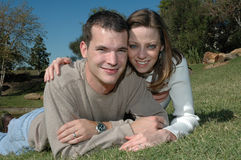 Glückliche Paare lizenzfreie stockfotos