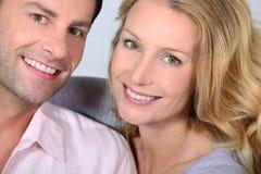 Glückliche Paare. Lizenzfreie Stockfotografie