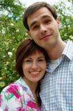 Glückliche Paare in der Blume Lizenzfreies Stockbild