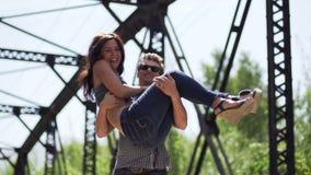 Glückliche Paare in der Liebe stock footage