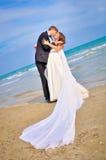 Glückliche Paare in der Weinlesekleidung Lizenzfreies Stockfoto
