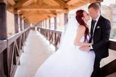 Glückliche Paare in der Weinlesekleidung Stockfoto