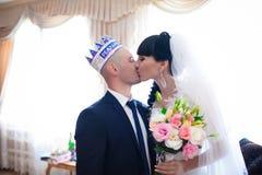Glückliche Paare in der Weinlesekleidung Lizenzfreies Stockbild