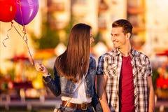 Glückliche Paare, die einander betrachten Lizenzfreies Stockbild