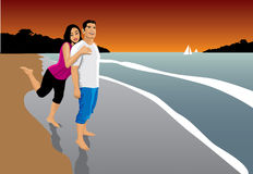 Glückliche Paare in einem Strand Lizenzfreies Stockfoto
