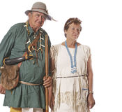 Glückliche Paare gekleidet in den historischen Kostümen lizenzfreies stockbild