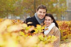 Glückliche Paare im Fall Stockfoto