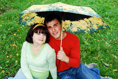 Glückliche Paare im Herbst. Stockfotografie