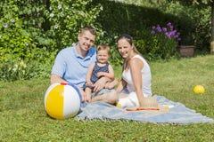 Glückliche Paare mit Kind Stockfoto