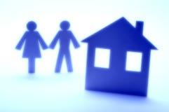Glückliche Paare und Haus Stockfoto
