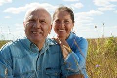 Glückliche pensionierte Paare lizenzfreies stockfoto