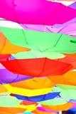 Glückliche Regenschirme Lizenzfreie Stockfotos