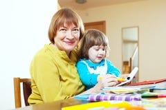 Glückliche reife Frau und Kind Lizenzfreie Stockbilder