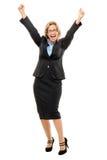 Glückliche reife Geschäftsfrau bewaffnet oben lokalisiert auf weißem Hintergrund Lizenzfreie Stockfotografie