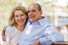 Glückliche reife Paare zusammen lizenzfreies stockfoto