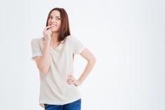 Glückliche reizend junge lächelnde und denkende Frau Stockfoto