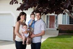 Glückliche süße Familie Stockbilder