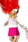 Glückliche süße nette lächelnde Blondine in der stilvollen Kleidung Stockbilder
