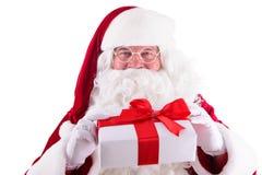 Glückliche Santa Claus mit Geschenkbox Stockfotos