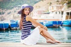 Glückliche schöne junge Frau Stockfotografie