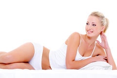 Glückliche schöne lächelnde Frau mit einer reizvollen Karosserie Stockfoto