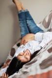 Glückliche schwangere Frau stockbilder
