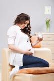 Glückliche schwangere Frau Stockfotografie