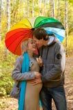 Glückliche schwangere Frau und ein Mann Stockbilder