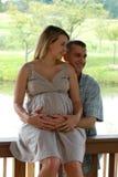 Glückliche schwangere Paare Lizenzfreies Stockfoto