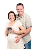 Glückliche schwangere Paare mit Ultraschallabbildung Stockbilder