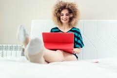 Glückliche selbstständige Frau oder telecommuter stockfoto