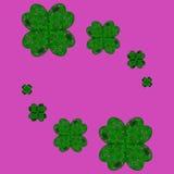 Glückliche Shamrocks auf einem Klee mit vier Blättern Lizenzfreies Stockbild