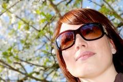 Glückliche Sommerfrau Stockfotos