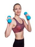 Glückliche sportliche Frau mit den blauen Dummköpfen, die Sport tun, trainieren Getrennt auf weißem Hintergrund Lizenzfreie Stockfotografie