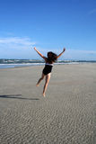 Glückliche springende Frau Lizenzfreie Stockbilder