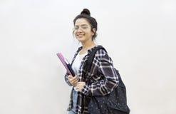 Glückliche Studentenausbildung zurück zu Schulkonzept lizenzfreies stockbild