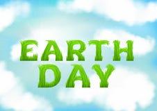 Glückliche Tag der Erde-Grußkarte Weiße Wolken auf blauer Frühlingshimmeltapete Stockfoto