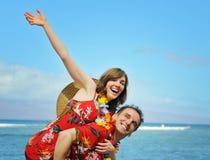Glückliche touristische Paare lizenzfreies stockfoto