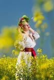 Glückliche ukrainische Frau des Porträts Lizenzfreie Stockfotos