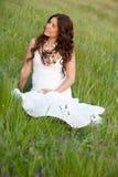 Glückliche und entspannte schwangere Frau Lizenzfreie Stockfotografie