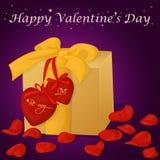 Glückliche Valentinsgruß ` s Tageskarte mit Geschenk, Herzen und den rosafarbenen Blumenblättern Hintergrund für Valentinsgruß `  Lizenzfreie Stockfotos