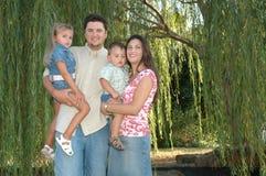Glückliche verschiedene Familie Lizenzfreie Stockfotos