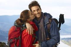 Glückliche wandernde Paare Stockbilder