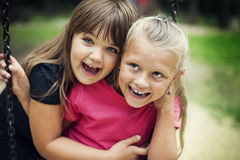 Glückliche zwei Mädchen Stockbilder