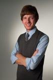 Glücklicher überzeugter junger Geschäftsmann lizenzfreies stockfoto