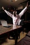 Glücklicher afrikanischer Geschäftsmann Lizenzfreies Stockfoto