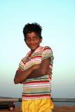 Glücklicher armer Junge lizenzfreies stockfoto