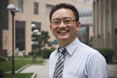 Glücklicher asiatischer Unternehmensleiter Lizenzfreie Stockfotografie