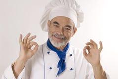 Glücklicher attraktiver Koch lizenzfreie stockbilder
