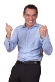 Glücklicher aufgeregter Mann im blauen Hemd stockbilder